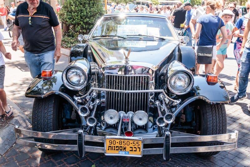 De oude Gouden Geest van limousinezimmer bij een tentoonstelling van oude auto's in de Karmiel-stad royalty-vrije stock afbeeldingen