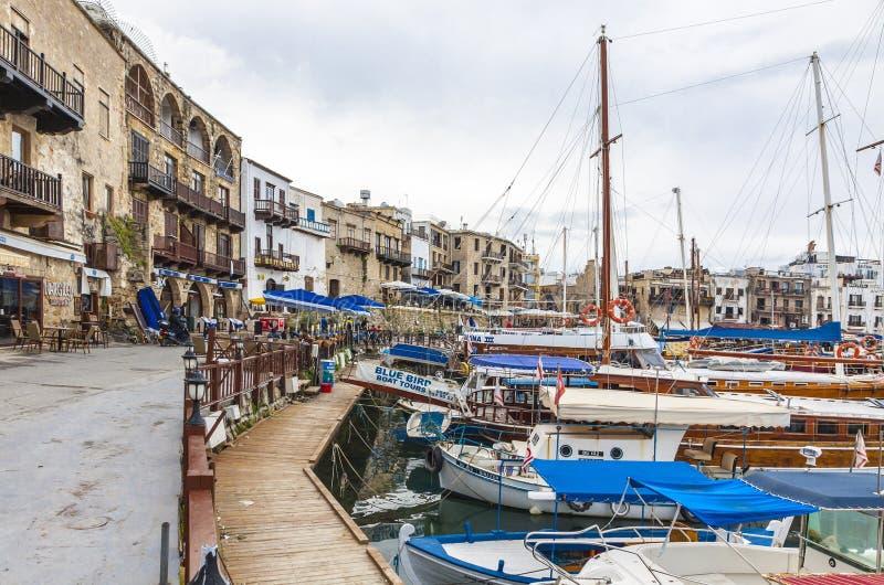 De oude haven van Kyreniagirne, Noordelijk Cyprus stock afbeeldingen
