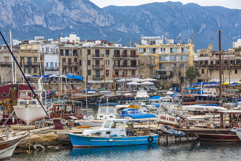 De oude haven van Kyreniagirne, Noordelijk Cyprus stock foto