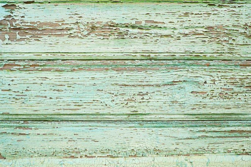 De oude houten achtergrond met barsten schilderde groen Rustieke houten textuur stock fotografie
