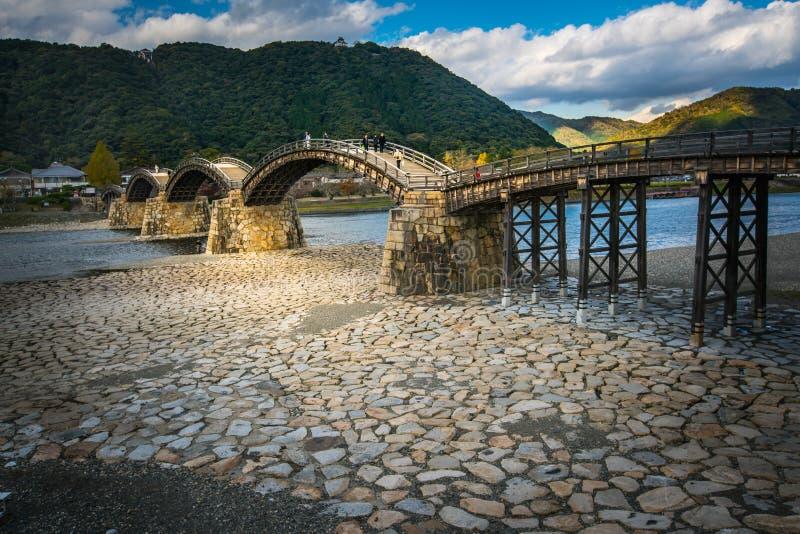 De oude houten brug van KINTAI stock afbeelding