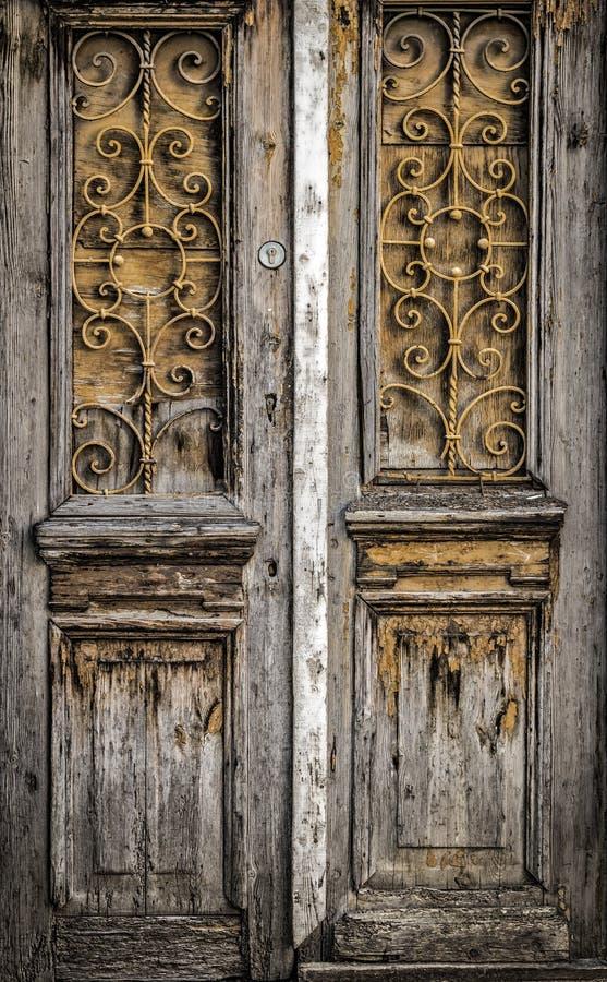 De oude houten deur royalty-vrije stock afbeeldingen