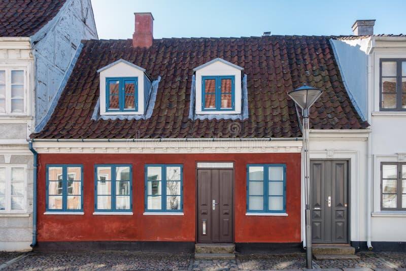 De oude huizen cobbled binnen straten in Odense, de stad van Hans Christi stock afbeeldingen