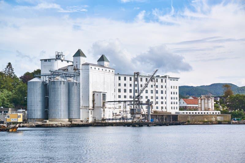 De oude inTauhaven van havenpakhuizen, Noorwegen stock fotografie
