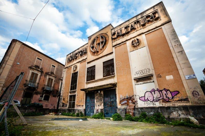 De oude Italiaanse schoeiselindustrie Regressie, corruptie en mislukking stock foto