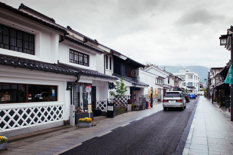 De oude Japanse Edo-architectuurbouw met keramische tegelsdak i stock foto's