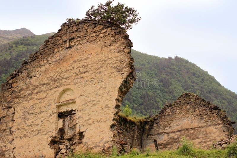 De oude kerk in Dartlo-dorp Tushetigebied (Georgië) royalty-vrije stock afbeelding