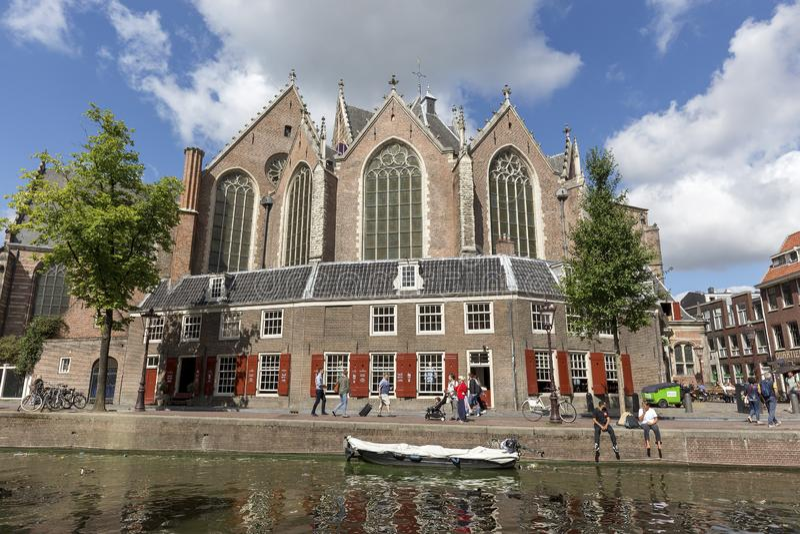 De Oude Kerk van Oudekerk in Amsterdam, Nederland stock fotografie
