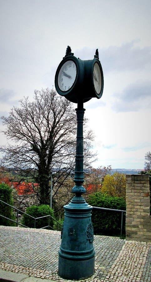 De oude klok van Praag naast villamuller MÃ ¼ ller royalty-vrije stock afbeeldingen