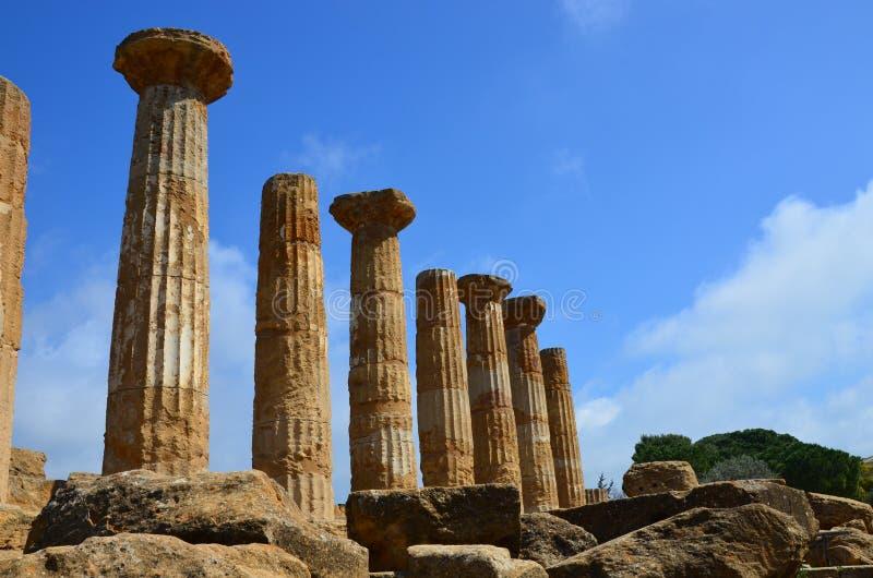 De oude kolommen van Hercules Temple, Italië, Sicilië, Agrigento stock afbeelding