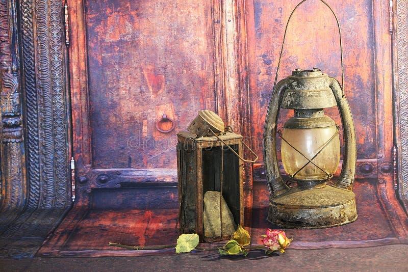 De oude Lampen van de Kerosinelantaarn stock afbeeldingen