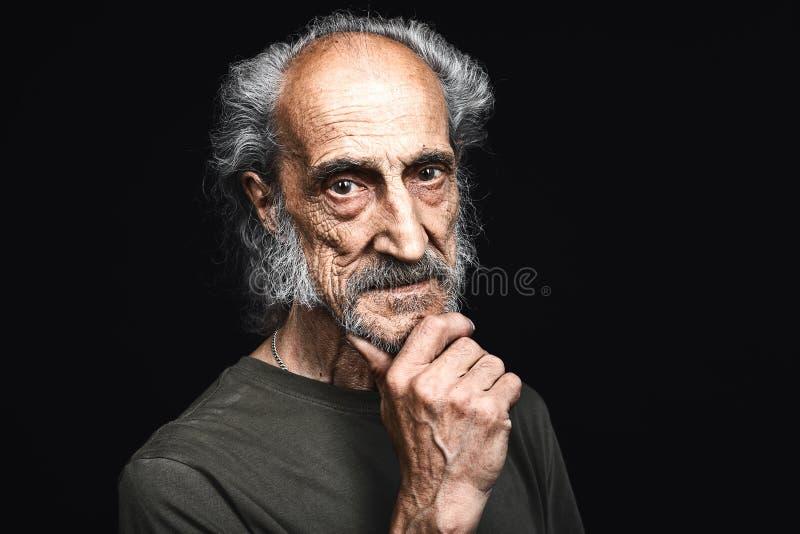 De oude mens heeft taaie tijd, het harde leven royalty-vrije stock afbeeldingen