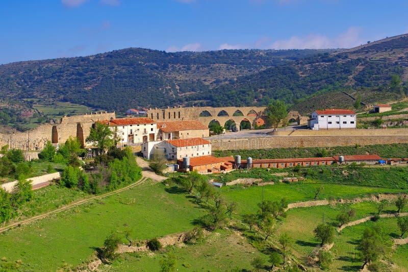 De oude middeleeuwse stad van Morella het aquaduct in Spanje royalty-vrije stock afbeeldingen