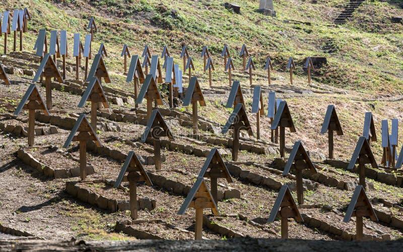 De oude militaire begraafplaats vormt eerste wereldoorlog in Luzna Pustki- royalty-vrije stock foto's