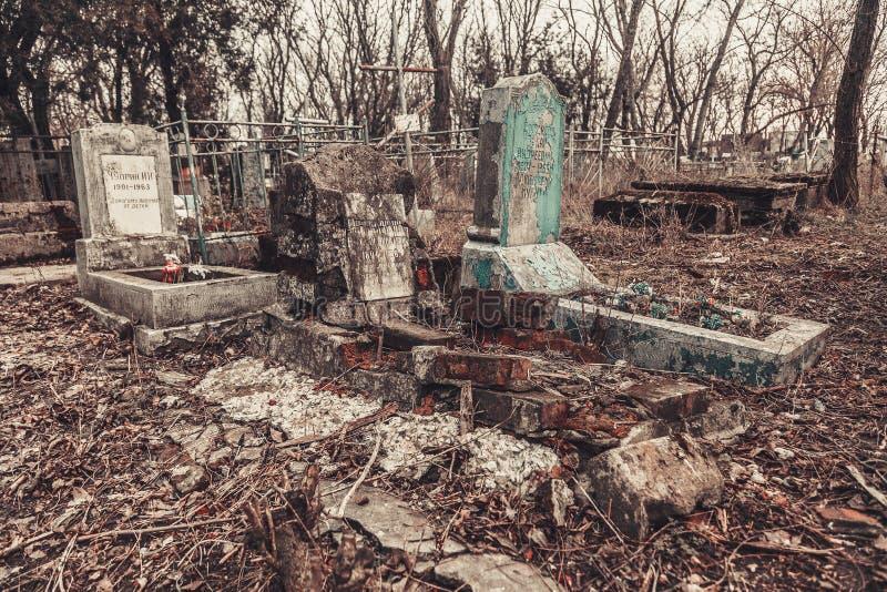 De oude monumenten van begraafplaatsgrafstenen van de geheimzinnigheid van de engelenmystiek spookgeesten brengen dood stock fotografie