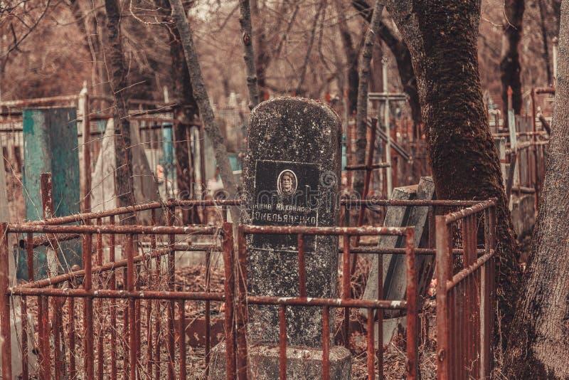 De oude monumenten van begraafplaatsgrafstenen van de geheimzinnigheid van de engelenmystiek spookgeesten brengen dood stock afbeeldingen