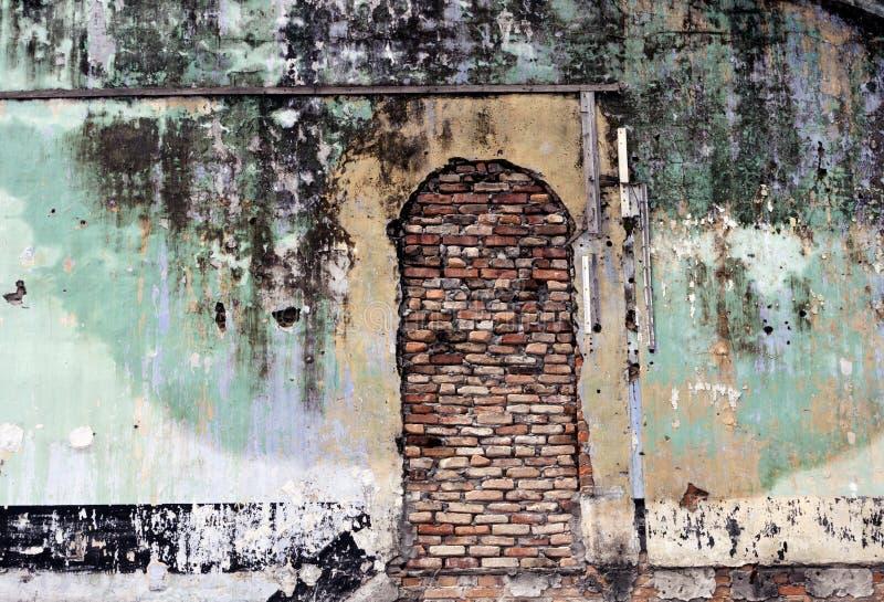 De oude muur en bricked omhoog deur grunge I royalty-vrije stock foto