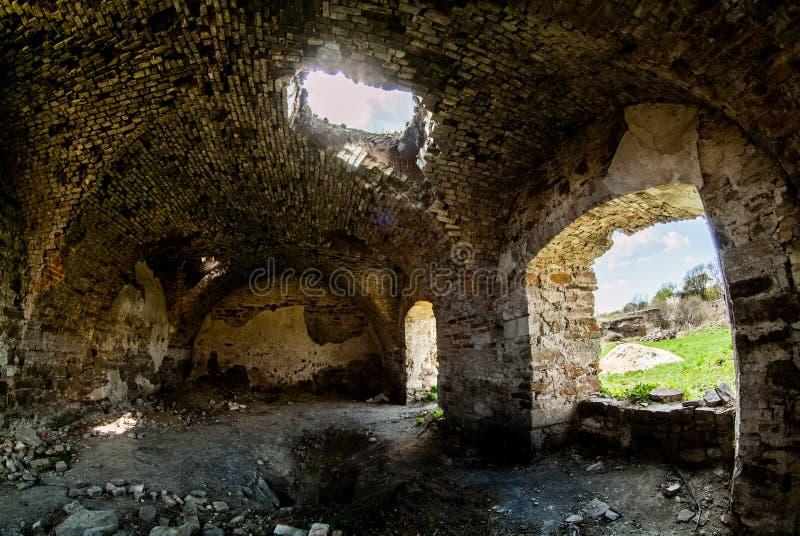 De oude Mykulynci-ruimte van kasteelruines royalty-vrije stock afbeelding