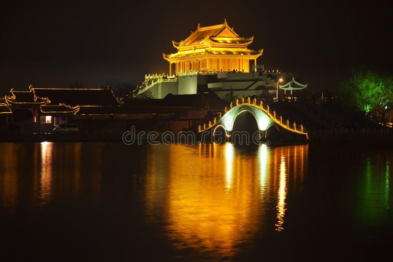 De oude Nacht het Kaifeng China van het Paviljoen van de Draak stock afbeelding