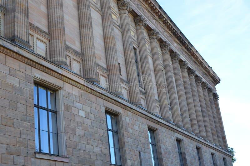 De oude National Gallery bouw buiten in Berlijn, Duitsland stock afbeelding