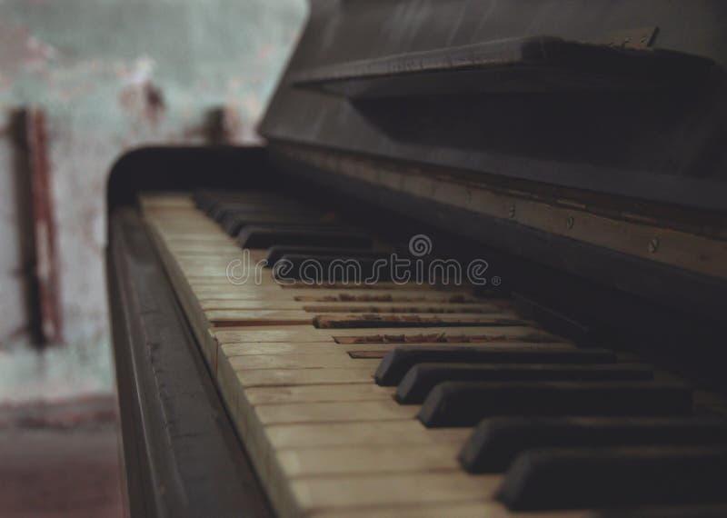 De oude piano royalty-vrije stock afbeelding