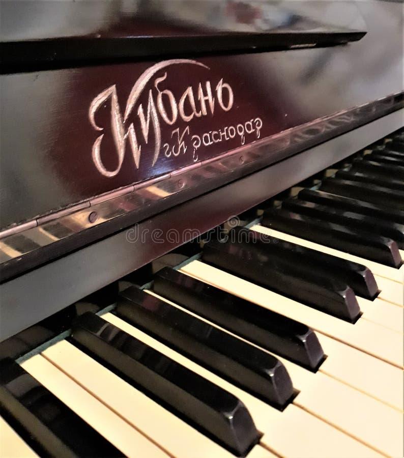 De oude piano ` Kuban ` royalty-vrije stock fotografie