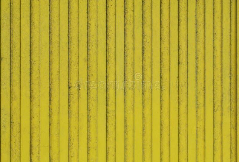 De oude planken van hout schilderden heldere geel stock foto