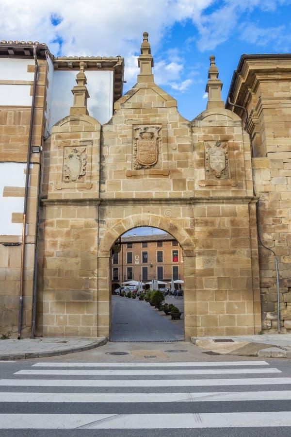 De oude Poort van Castilla, Puerta DE Castilla in Los Arcos, Navarre Spanje stock foto's
