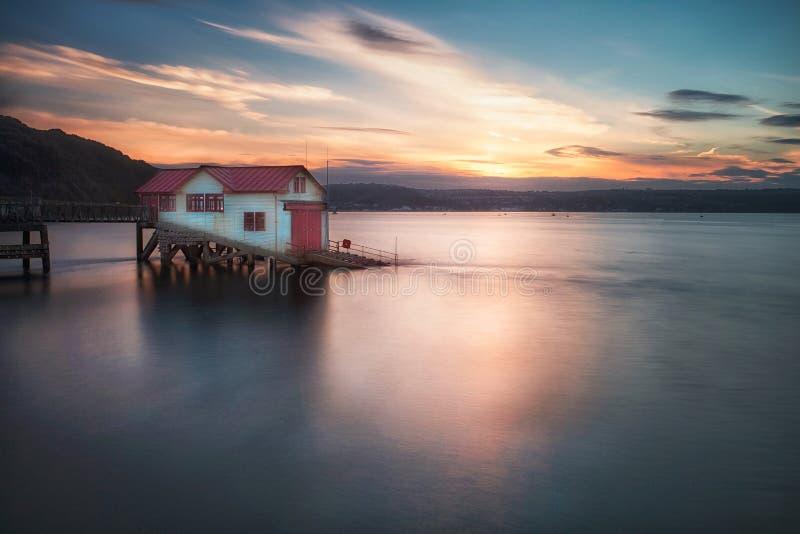De oude reddingsbootpost bij mompelt royalty-vrije stock foto