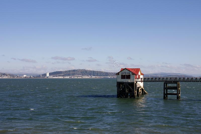 De oude RNLI-reddingsbootpost, mompelt, Swansea stock afbeelding