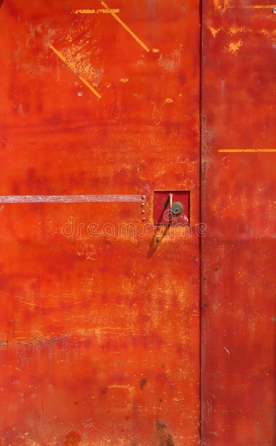 De oude Rode Deur van het Ijzer royalty-vrije stock afbeeldingen