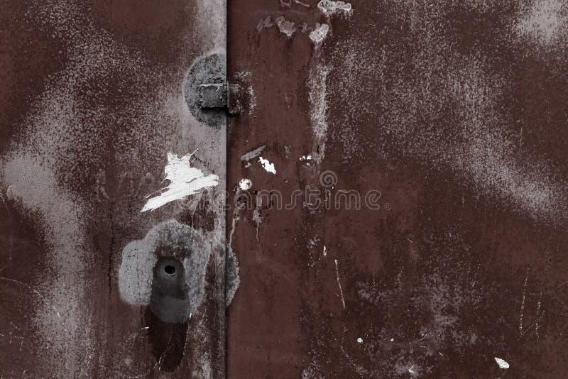 De oude roestige muur van de metaalgarage royalty-vrije stock fotografie