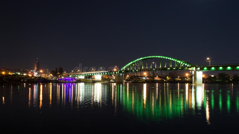 De oude 's nachts brug van Belgrado royalty-vrije stock foto's