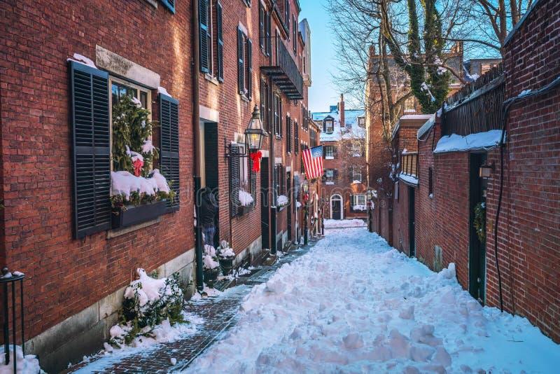 De oude smalle straat van Boston bij de winter stock foto