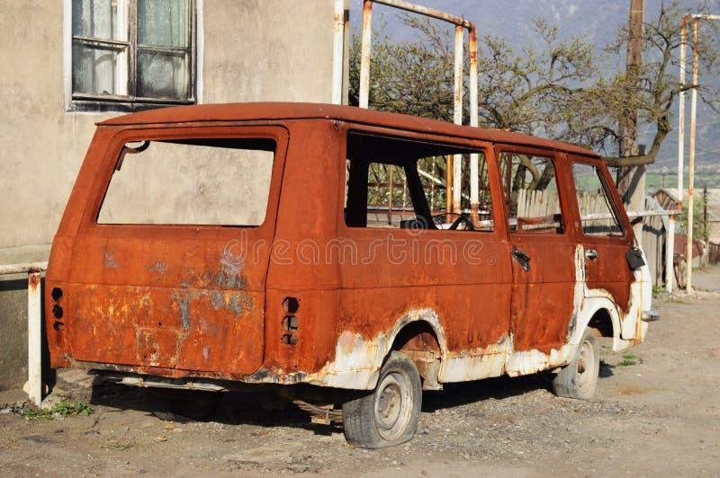 De oude sovjetauto blijft royalty-vrije stock afbeeldingen