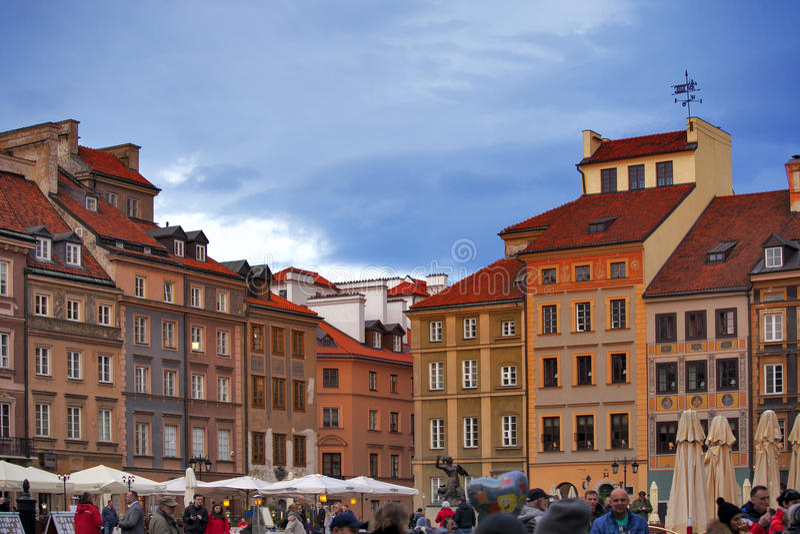 De Oude Stad Market Place Rynek Starego Miasta van Warshau ` s op een zonnige dag, die het centrum en het oudste deel van Warshau stock fotografie