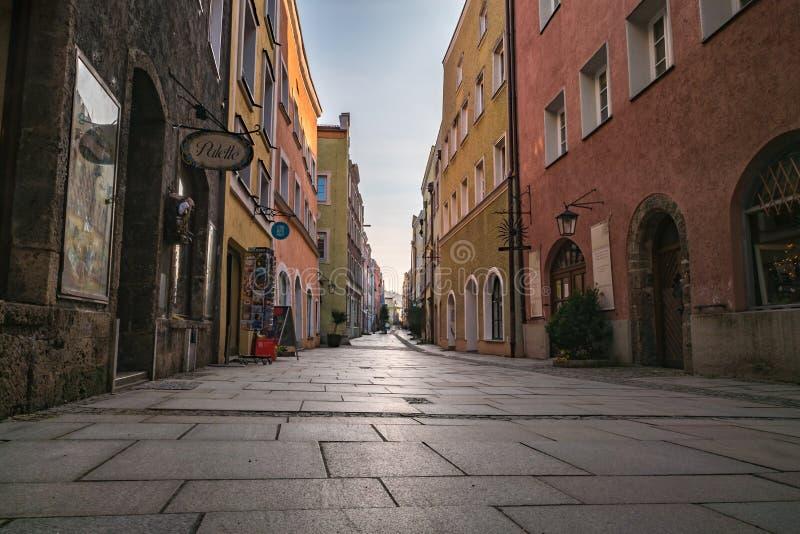 De oude stad van Burghausen op daglicht stock afbeelding