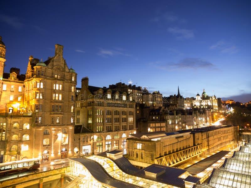 De Oude Stad van Edinburgh bij Nacht royalty-vrije stock afbeelding