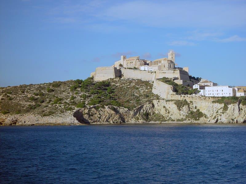 Download De Oude Stad Van Ibiza Die Van Het Overzees Wordt Gezien Stock Foto - Afbeelding bestaande uit ibiza, water: 284014