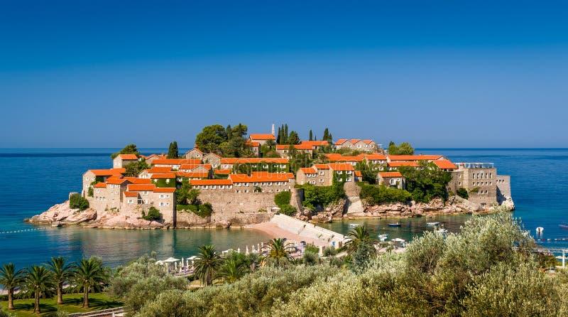 De oude stad van Svetistefan op het eiland royalty-vrije stock afbeeldingen