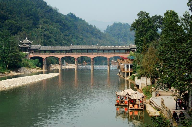 De Oude Stad van Zi van Jie, China: Behandelde Brug stock foto's