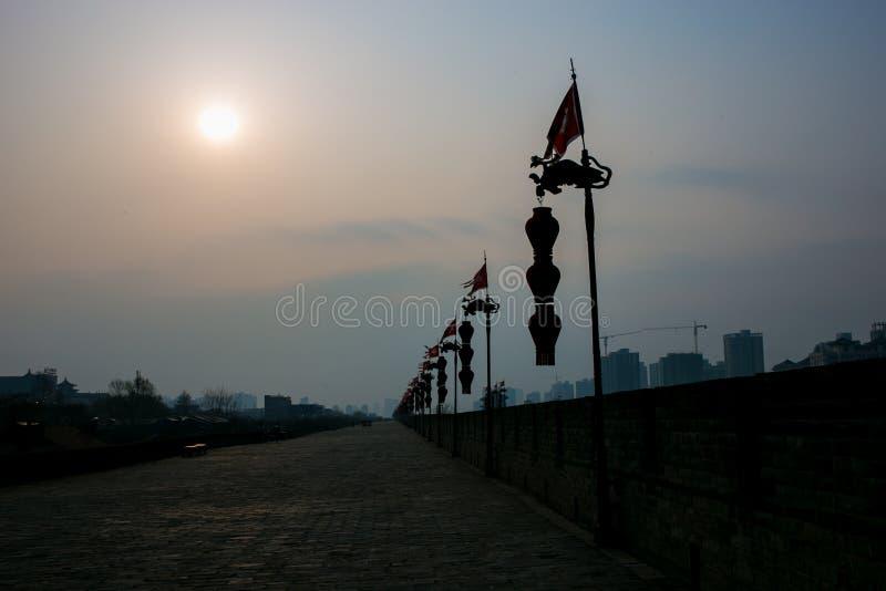 De oude stadsmuur van toeristische attracties in Xi `, China stock fotografie