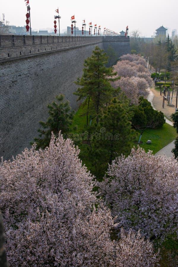 De oude stadsmuur van toeristische attracties in Xi `, China royalty-vrije stock foto's