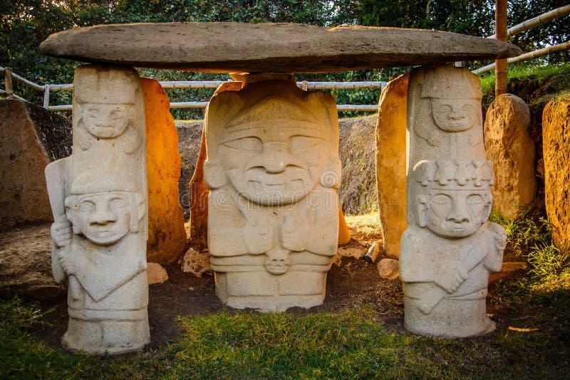 De Oude standbeelden in San Augustin, Colombia stock foto's