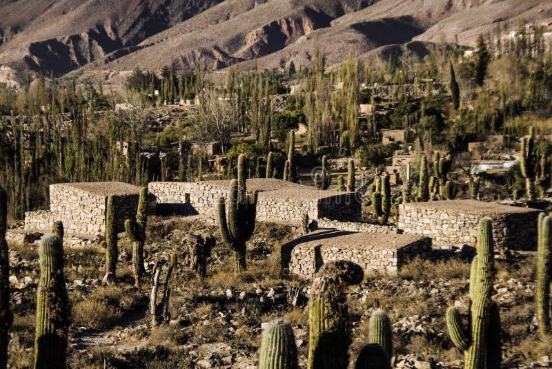 De oude steen huisvest pre-Columbian stad van Tilcara royalty-vrije stock foto's