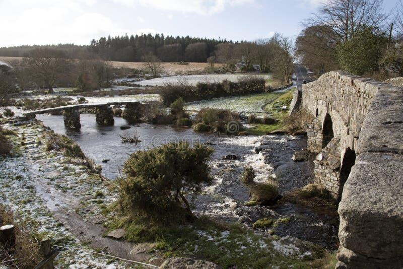 De oude steen overbrugt in Postbridge een gehucht op Dartmoor het UK royalty-vrije stock foto