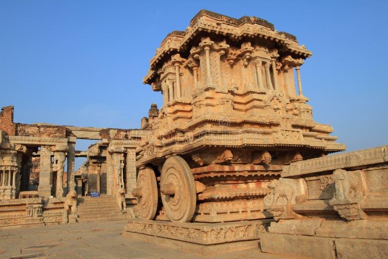 De oude steenblokkenwagen in Hampi, India stock afbeelding