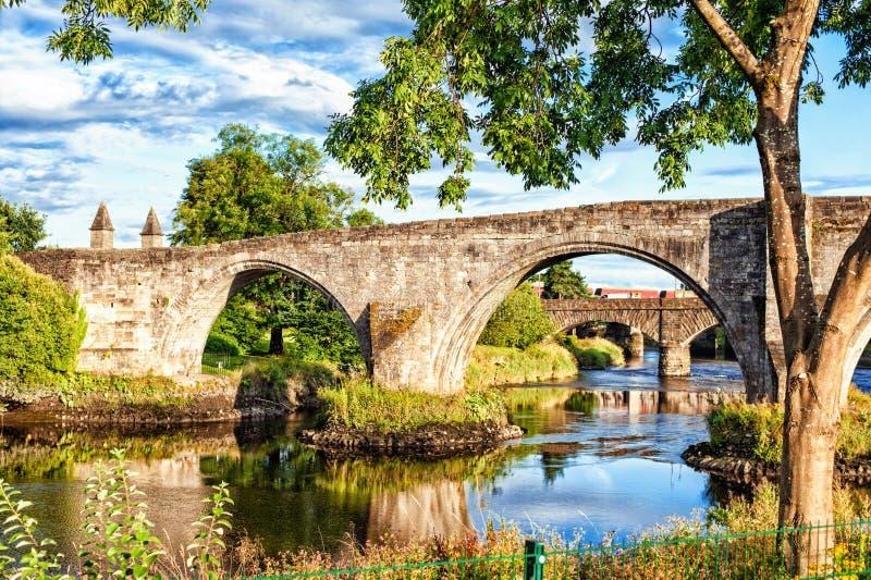 De oude steenbrug van Stirling Zomer in openlucht royalty-vrije stock foto's