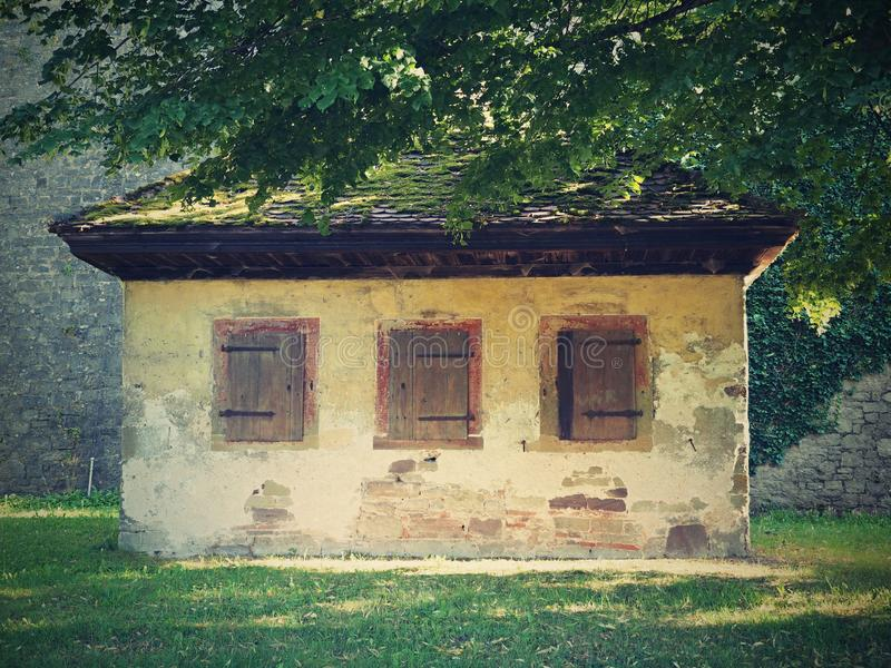 De oude stijl van de plattelandshuisjekunst royalty-vrije stock afbeeldingen