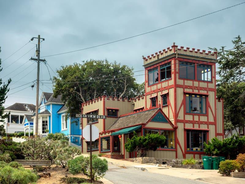De oude stijlbouw in Vreedzaam Bosje, Monterey, Californië royalty-vrije stock foto